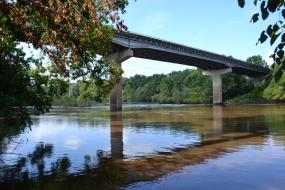 Large auto bridge over the Cape Fear River