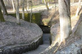Trail to Sinking Spring