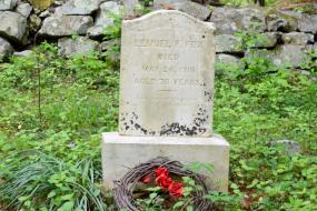 Lemuel F. Fox gravestone